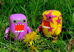 Domos Love Spring (linda_lou2) Tags: pink yellow toy dandelion figure day116 domos 2colour laserlemon razzamatazz 116365 365daysincolor 365d 365toyproject day116365 365the2015edition 3652015 26apr15