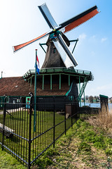 weitere Windmühle (swissgoldeneagle) Tags: orange brown holland netherlands windmill fence d750 braun zaun zaanseschans noordholland niederlande zaandam windmühle windmuehle