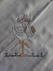 Dona cegonha chegou ... (leonilde_bernardes) Tags: de artesanato batizado disney bebe artes babys bordados mantas personalizados decoraao hancraft enxovais pinturaemtecido personalizadas artigos enxovaisdecasa lembranaas