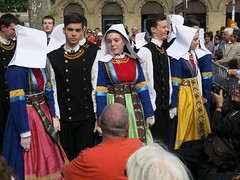 Bretton dancers, Montpellier (Peter Curbishley) Tags: brittany dancers traditional montpellier champsdemars wimple