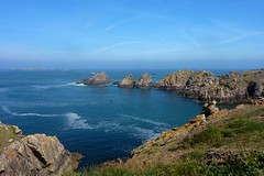 Houat (ZdArock) Tags: ocean sea wild cliff mer france nature water beauty rock danger landscape island coast brittany eau exterior bretagne atlantic beaut pointe paysage morbihan rocher steep preservation le sauvage atlantique ocan belleile landend houat escarp begervachif zdarock