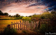 Paisajes de Galicia (Juan Figueirido) Tags: espaa field spain gates country paisaje galicia campo lugo caminodesantiago puertas fz150 sarriaportomarn paisajegallego juanfigueirido