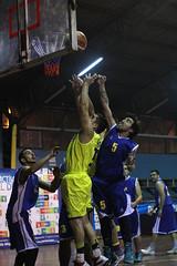 TUCAPEL VS WOLF__57 (loespejo.municipalidad) Tags: chile santiago miguel azul noche amarillo bruna silva deportes jovenes balon rm adultos alcalde competencia basquetbol loespejo