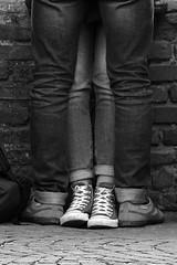 Giulietta e Romeo (yrotori2) Tags: street italy strada italia photos bn verona streetphoto rue rues italie ville citt streetphotos amoureux fiances innamorati fidanzati abbracci instrada