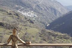 Entre el cielo y el suelo. (elojeador) Tags: madera valle escultura estatua capileira lasalpujarras pampaneira tetera tetera baranda poqueira valledepoqueira esculturademadera elojeador contendenciaaquedarmecalvo
