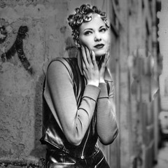 la rue (zventure,) Tags: noiretblanc portrait paris blackandwhite ruelle rue monochrome modle tag mannequin mode hasselblad 500cm carr