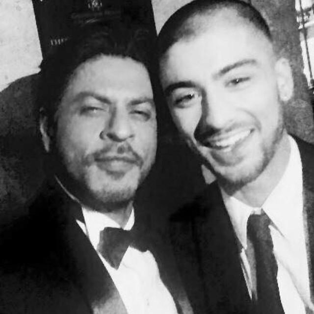 Zayn Malik with famous Indian actor, Shahrukh Khan aka King of Bollywood at Asian Awards in London.   #lovethem #like #bollywood #srk #fans #zaynmalik #zayn #1d #doubletap #f4f #awards  @worldsbestboy