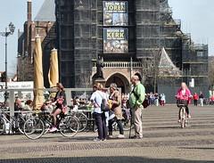 Alle neuzen dezelfde kant uit (Gerard Stolk (vers l'Allemagne)) Tags: delft markt rokjesdag opzoeknaarrokjesdag