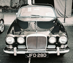 Jaguar 2015 London to Brighton 1 (Song-to-the-Siren) Tags: blackandwhite bw 35mm classiccar brighton rally may 35mmfilm april analogue filmcamera ilfordxp2 compactcamera 2015 jaguarcar sigma35afzoom