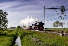 VSM 23 076 + 23 071 - Soest. (Wouter van Wijngaarden) Tags: old railroad en holland netherlands dutch amsterdam canon eos flickr nederland thenetherlands railway steam 23 van wouter wout railroads spoor steamtrain duitsland spoorwegen steamtrains baarn voorjaar stoomtrein vsm rijtuig 071 076 eemland 600d spoorwegovergang provincieutrecht wijngaarden 23071 spoorlijn locomotieven rijtuigen ef2035mmf3545usm br23 raylways dampfloks stoomloc westfalendampf woutervanwijngaarden nostalgische 23052015 woutervanwijngaardenbaarn develuwschestoomtreinmaatschappij vsmde23071en23076 steamenginis spoornostalgie br23´svandevsm 23mei2015vsm2307623071soest stoomlocomotief23076 stoomlocomotief 23071en23076