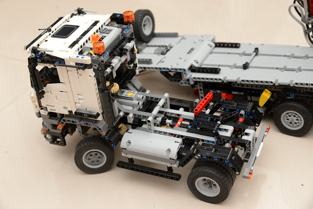 The world 39 s newest photos of 42043 and lego flickr hive mind for Lego technic 42043 mercedes benz arocs 3245 truck