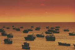 Rameswaram (Vilvesh) Tags: travel sea orange sun nature colors sunrise canon boats photography fisherman hues seashore tamilnadu rameswaram cwc canon100mm chennaiweekendclickers travelwalk cwctravelwalk