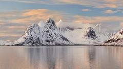 Kjerk-fjorden #2 ~ Reine [ les Lofoten ~ Norvge ] (emvri85) Tags: winter sunset snow mountains norway zeiss assemblage hiver 100mm neige lofoten coucherdesoleil montagnes panoramique norvge nordland leefilters