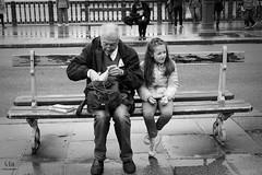 M'asseoir sur un banc 5 minutes avec toi (G.Eco) Tags: banc bench noiretblanc blackandwhite grandpre grandfather fille fillette enfant paris france