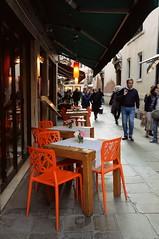 vicoli veneziani (Greta Parisini) Tags: travel venice italy love beautiful chair candle photographer place calla young via eat venezia sedie arancione ristoranti
