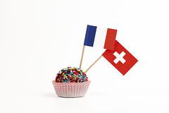 Dolce mondo (Francia, Svizzera) (/claudiolanzi1982) Tags: verde europa blu pasta confetti dolce giallo svizzera rosso francia bianco cioccolato bandiere zucchero tartufo pasticcino pastarella stuzzicadenti pirottino