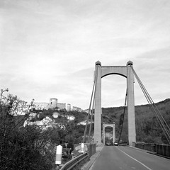The bridge (Nicolas -) Tags: road camera old bridge sky bw cliff france castle history 120 6x6 film tourism analog vintage mediumformat landscape view fort perspective visit tourist nb historic collection route ciel bronica pont histoire collectible nikkor chateau paysage falaise ilford fp4 visite tourisme s2 eure historique lesandelys pellicule 125iso suspendu lc29 hautenormandie chateaugaillard moyenformat zenza nicolasthomas rapidfixer