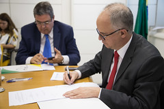 portos1605100487 (Portos do Brasil) Tags: etc mauricio assinatura exxon tup