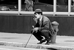 Tempos Modernos /  Modern Times (Antonio Marin Jr) Tags: street people blackandwhite bw pb chaplin tempomoderno antoniomarinjr