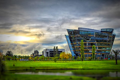 Zonamerica (Marcelo Campi) Tags: trees sunset lake building cars water grass clouds atardecer edificio panasonic pasto cielo nubes arquitecture tiltshift vignete zonamaerica