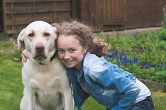 Beste Freunde - best friends (ralfkai41) Tags: dog smiling animals children fun golden tiere child friendship kind hund lilly redriver freunde freundschaft haustier mdchen frineds lcheln freude