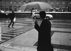 Moscow. 2016 (Woodent) Tags: bw film rain moscow streetphotography diafine subminiature minoxa sharan100