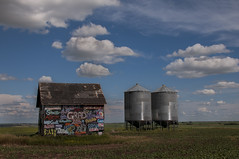 Grad graffiti (Len Langevin) Tags: sky graffiti nikon farm shed alberta shack prairie agriculture nikkor granary d300 18300