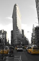 New York #taxi #newyork #flatbuilding #nikon (camo767) Tags: newyork nikon taxi flatbuilding