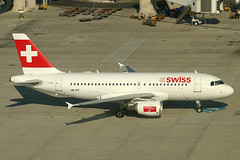 Swiss International Air Lines Airbus 319-112 HB-IPT (c/n 0727) (Manfred Saitz) Tags: vienna austria airport swiss international airbus airlines vie a319 319 schwechat loww hbipt hbreg