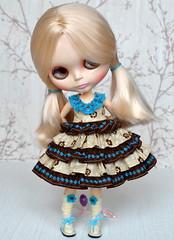 104 Blythe dress Chocolate flowers 3