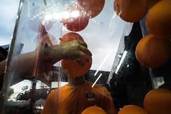 * (Sakulchai Sikitikul) Tags: street orange balloons thailand sony voigtlander 28mm streetphotography snap songkhla hatyai a7s