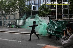 Manifestation nationale à Paris contre la Loi travail - 14.06.2016 - Paris - IMG_4505 (PM Cheung) Tags: paris demo frankreich police demonstration polizei proteste manif manifestation bac sncf crs arbeitsmarktreform cgt 2016 csgas wasserwerfer labac krawalle tränengas ausschreitungen françoishollande auseinandersetzungen polizeipräfektur blockaden confédérationgénéraledutravail 14juin compagniesrépublicainesdesécurité pmcheung euro2016 gewerkschaftsprotest parisdebout blockupy facebookcompmcheungphotography esplanadeinvalides myriamelkhomri mengcheungpo loitravail nuitdebout mobilisationénorme manifestationnationaleàpariscontrelaloitravail lesboches soulevetoi manifestationnationaleàparis 14062016 landesweitegrosdemonstrationgegendiearbeitsmarktreform loitravail14062016 antagonistischenblock démosphère