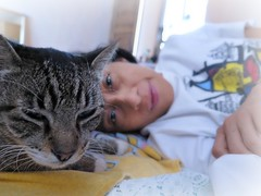 Dormilones (MaPeV) Tags: woman cats girl canon chats mujer women chat chica tabby kitty gatos gato kawaii neko katze morris marguerite gatti gattoni gattini g16 mapev tabbyspoted bellolindoguapetn