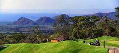 La Reunin, Guatemala. (Mara Rene Batlle) Tags: paisajes naturaleza verde azul golf nikon rboles guatemala paz paisaje antigua viajes campo imgenes mundo mara rene aventura fotografas arboleda campia batlle volcndeagua campodegolf aventureros volcndefuego nikond600 celajes lareunin