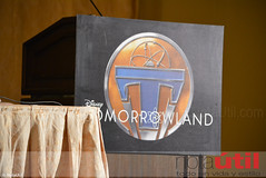 DSC_0003 (NotaUtil) Tags: bird jeff brad canon movie hotel tim george dr cassidy disney follow hills montage conference beverly press tomorrowland athena clooney jensen mcgraw urania subscribe damonlindelof raffey notautil