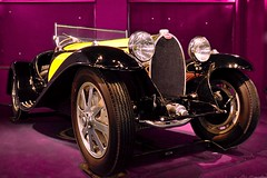 Bugatti type 55 roadster (Olivier Simard Photographie) Tags: sculpture black art car sport yellow museum jaune design coach automobile body wing engine muse line study calender alsace hood motor headlight bugatti radiator phare tude capot ligne aile mulhouse noire moteur radiateur molsheim calandre aestheticism carrosserie esthetism ettorebugatti citdelautomobile collectionschlumpf legendarycars esthtisme llva voituresdelgende jeanbugatti automobilecity bugattitype55roadster