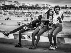 Bande de filles (totofffff) Tags: cannes croisette france french riviera street alpes maritimes mditerrane noir blanc black white festival film olympus om d e 10 mark ii 2
