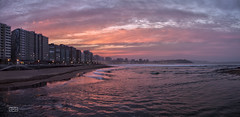 Luz de atardecer/ Dusk light (Jose Antonio. 62) Tags: españa beach beautiful atardecer photography spain waves dusk gijón asturias playa