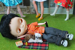 It pays to have lunch outside... #Rokjesdag #MartinBril (Naralna) Tags: springtime rokjesdag basaakblytheboybratzboyliccabodybratzclothes dollhousechihuahua wagnerdollhousefurpet