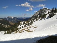 View to the east from the Taubenstein saddle (aniko e) Tags: snow germany bayern bavaria spring hiking bergstation wendelstein spitzingsee taubenstein hochmiesing bayerischevoralpen bavarianprealps