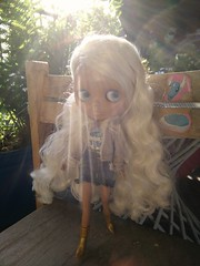 Shannon mit Barbiekleidung  :-)