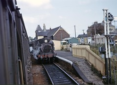 Crossing 0-4-4T ASHEY at Shanklin (TrainsandTravel) Tags: england adams 26 02 isleofwight angleterre 28 shanklin steamtrains whitwell ashey dampfzug standardgauge normalspur 044t voienormale trainsavapeur britishrailwayssouthernregion