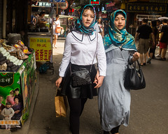 Girls in Xi'an Muslim quarter (samiov86) Tags: china street door food tower cuisine calle puerta torre tour bell muslim comida guard campana xian cambio round change quarter porte rue barrio garde chine cloche guardia quartier redonda musulman ronde changement
