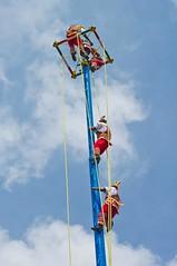 Voladores de Papantla (1/3) (Juan Ig. Llana) Tags: mxico poste danza cielo ritual veracruz tajin tradicin acrobacia papantla voladoresdepapantla