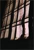 Thiruvanmiyur - fenêtre et rideau (JJ_REY) Tags: india film colors kodak curtain nikonfe rideau tamilnadu inde southindia thiruvanmiyur gold200 50mmf14ais