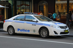 CA-77-MU(AU), The Rocks, Sydney, September 14th 2014 (Suburban_Jogger) Tags: ca77mu sc400 toyota camry nsw newsouthwalespoliceforce emergencyvehicle policecar pandacar bluelights patrolcar georgestreet therocks sydney newsouthwales september 2014 spring canon 60d 1855mm transport vehicle