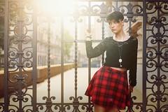 Mary L.F. (vince_enzo) Tags: sunset sunlight hot colors canon hair eos 50mm gate tramonto kilt shaved short stm rosso colori gonna squared cancello arancione capelli quadri 6d corti caldi