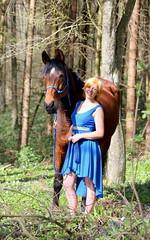Johanna und Toni (Kraqueboom) Tags: blue horse green field forest spring dress wiese pony grn blau wald pferd frhling fotoshooting kleid galopp pferdesport