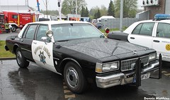 CHP Caprice (Schwanzus_Longus) Tags: california street family usa white green classic chevrolet car america sedan germany us big highway yacht police hannover chevy german american cop land shelton chp vehicle department cruiser patrol mag oldenburg motorshow caprice delmenhorst 9c1