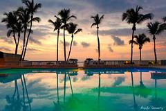 Amanecer en el Conquistador (NorthN) Tags: travel sea sky reflection colors pool clouds palms puerto island earlymorning el resort rico tropical caribbean fajardo conquistador